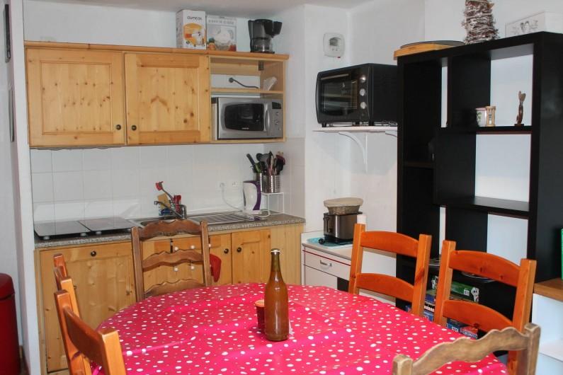 Location de vacances - Appartement à Saint-Sorlin-d'Arves - coin cuisine/repas
