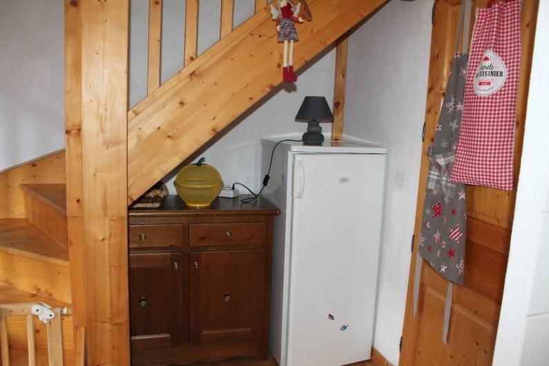 Location de vacances - Appartement à Saint-Sorlin-d'Arves - coin cuisine sous escalier