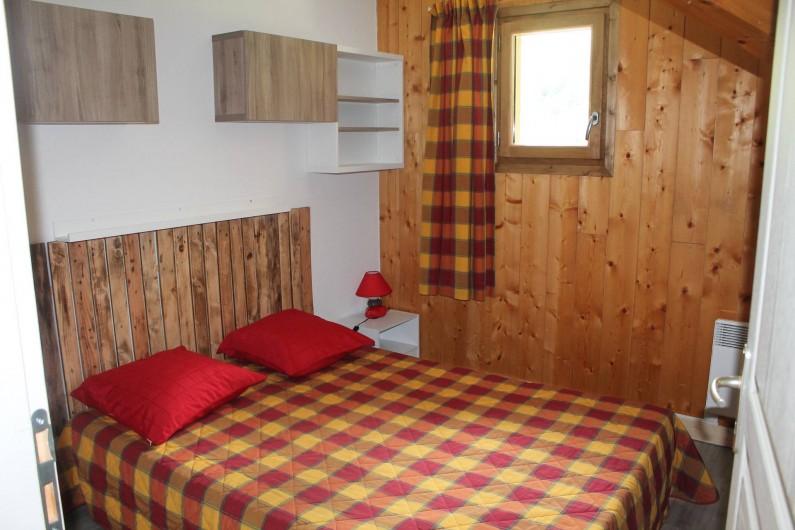 Location de vacances - Appartement à Saint-Sorlin-d'Arves - chambre 3 étage 1 lit 140/190 + 1 lit bébé parapluie