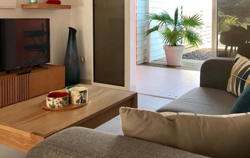 Location de vacances - Villa à Les Trois-Îlets - Coin télévision Box internet