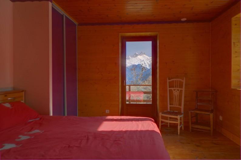 Location de vacances - Chalet à Fontcouverte-la-Toussuire - Chambre avec vue sur les aiguilles d'Arves