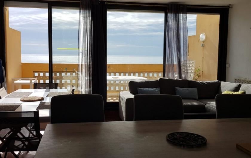 Location de vacances - Appartement à Le Barcarès - vue mer de la cuisine