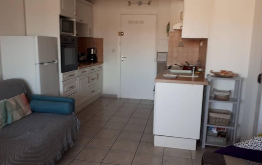Location de vacances - Appartement à Agde - coin cuisine toute équipée