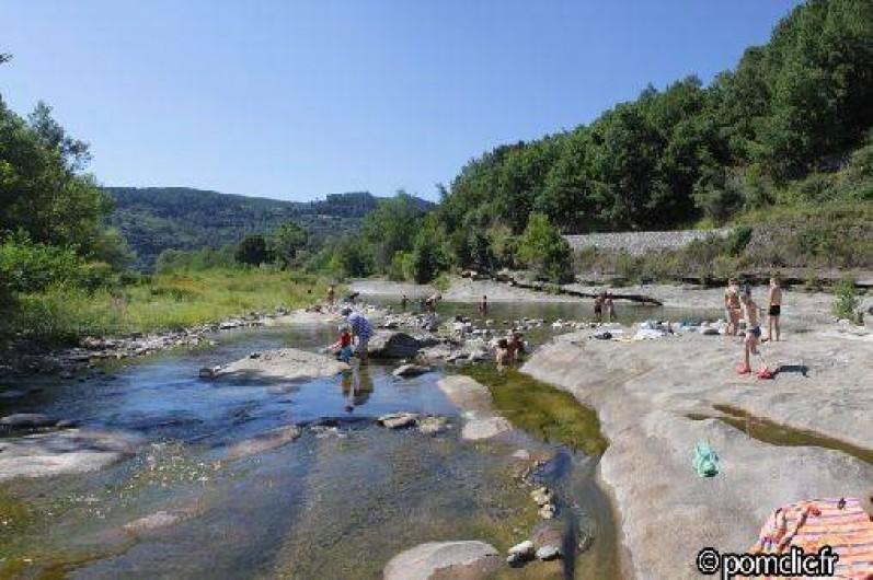 """Location de vacances - Camping à Joyeuse - La rivière """"La Beaume"""" à 10 mn à pied du camping"""