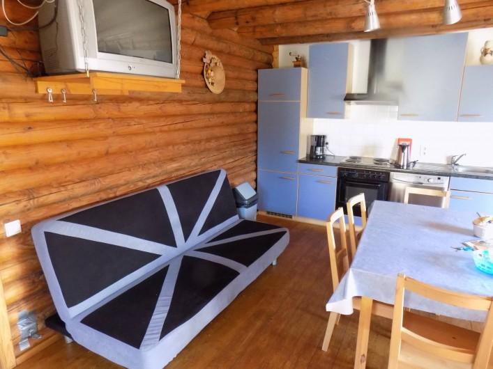 Location de vacances - Chalet à Gérardmer - Le clic clac dans le salon living cuisine