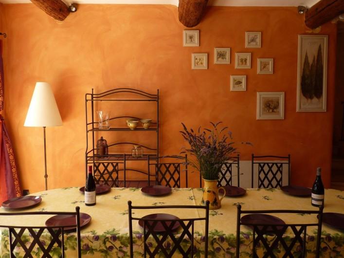 Location de vacances - Mas à Saint-Restitut - L'espace repas