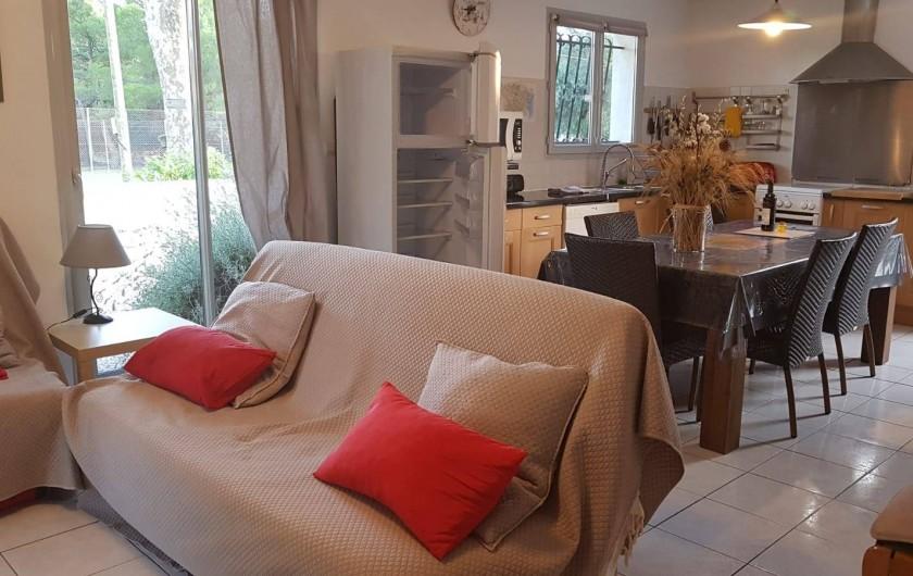 Location de vacances - Gîte à Rieux-en-Val - Le coin salon et la salle a manger du gite grenache