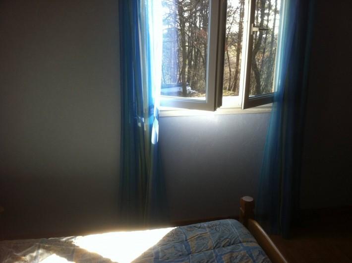 Location de vacances - Gîte à Vaour - vue sur le bois chambre 1