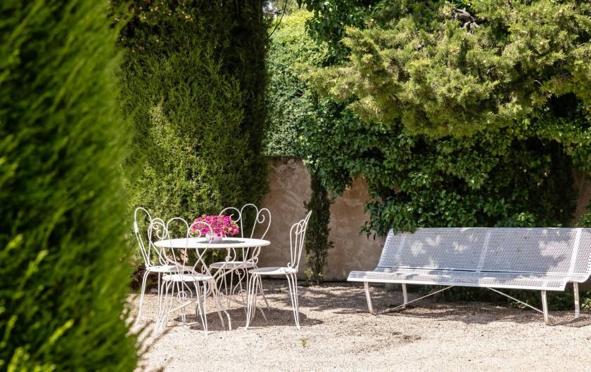 Location de vacances - Gîte à Crillon-le-Brave - autre coin repos au jardin