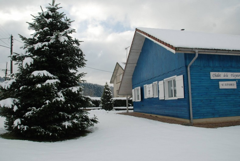 Location de vacances - Chalet à Saint-Léonard - Façade Est, côté rue.
