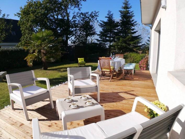 Location de vacances - Maison - Villa à Fouesnant - Terrasse avec mobilier de jardin contemporain