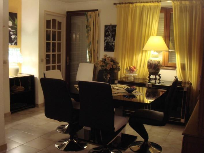 Location de vacances - Villa à Fréjus - salle a manger