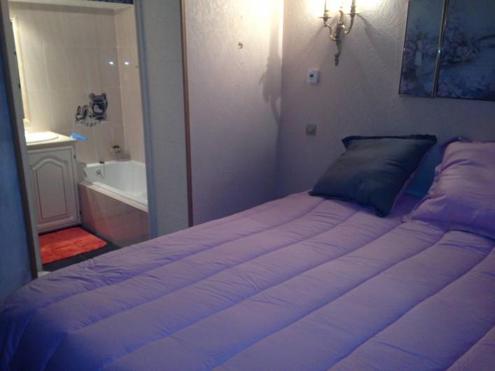 """Location de vacances - Villa à Fréjus - CH. 2 pers 160 avec accès SDB """" Douche , double vasque , baignoire """""""