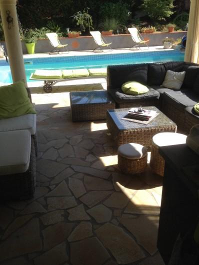 Location de vacances - Villa à Fréjus - salon extérieur