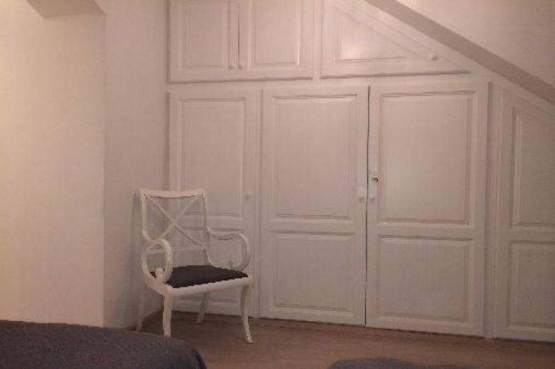 Location de vacances - Mas à La Croix-Valmer - Chambre rez-de-chaussée avec placards