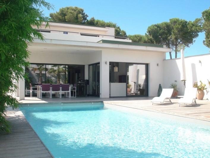 Location de vacances - Villa à Le Cap d'Agde - maison vue de la piscine