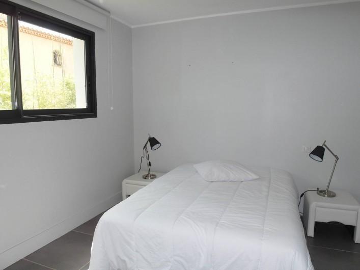 Location de vacances - Villa à Le Cap d'Agde - chambre 1 en bas