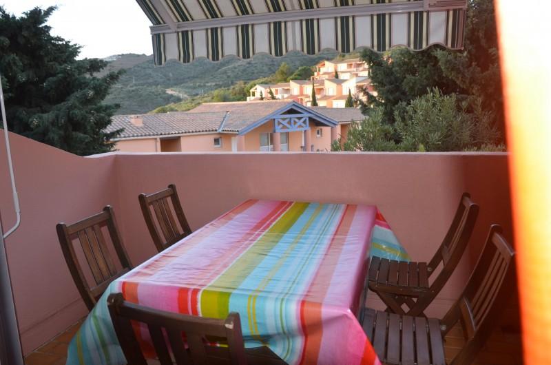 Location de vacances - Appartement à Cerbère - Terrasse avec store