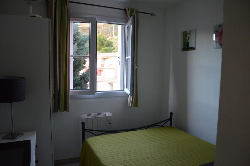 Location de vacances - Appartement à Cerbère - Chambre 1, 1 lit de 140 avec penderie