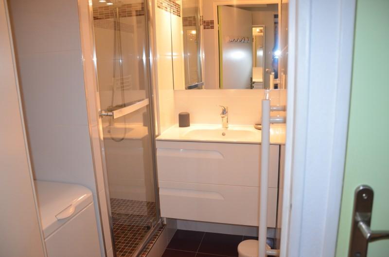 Location de vacances - Appartement à Cerbère - Salle de Douche  avec lave linge