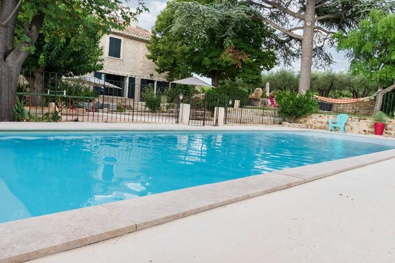 Location de vacances - Mas à Vauvert - Facade sud du mas avec la piscine privée de 12ml x4 ml