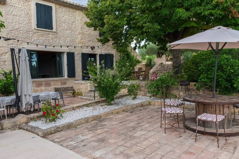 Location de vacances - Mas à Vauvert - Les terrasses où vous pourrez prendre vos repas