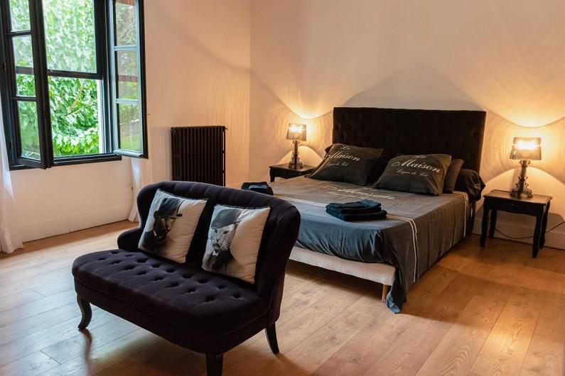 Location de vacances - Mas à Vauvert - Chambre parentale avec lit en 160cm et meuble toilette  deux vasques