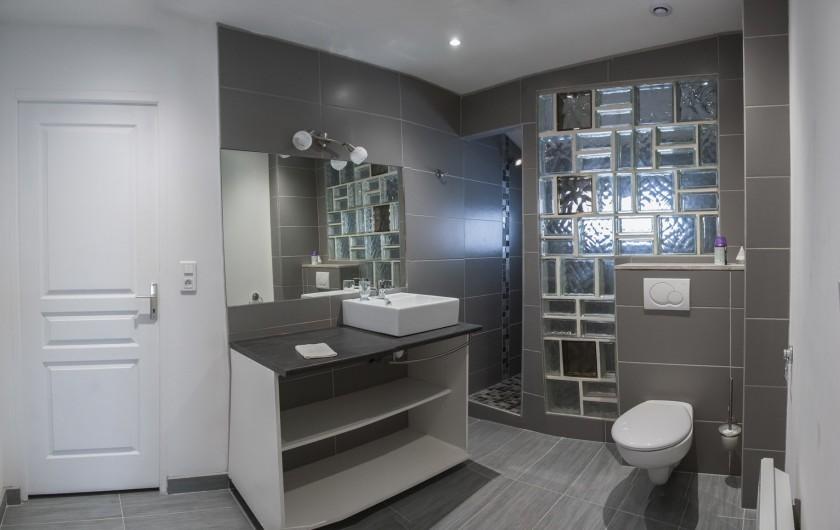 Location de vacances - Chalet à Le Clerjus - salle d'eau du premier étage.