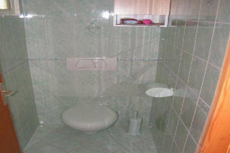 Location de vacances - Chalet à Le Clerjus - WC du rez-de-chaussée