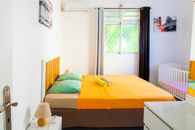 Location de vacances - Villa à Sainte-Anne - chambre à l'étage