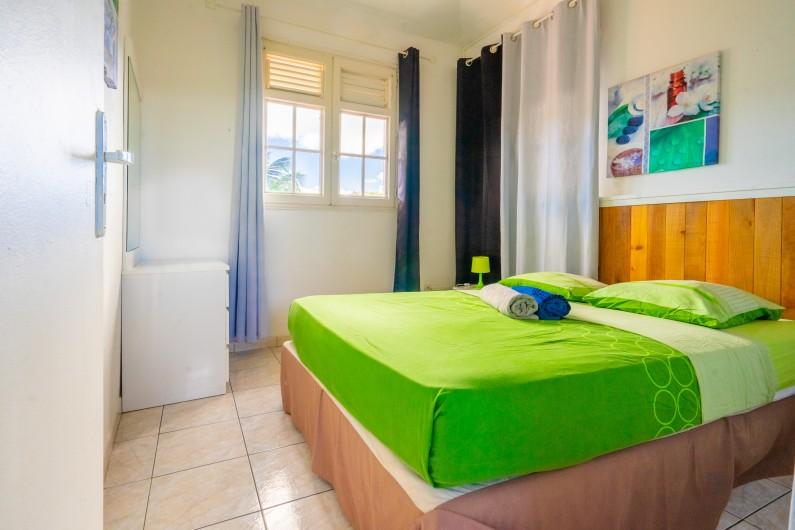 Location de vacances - Villa à Sainte-Anne - sdb chambre parentale