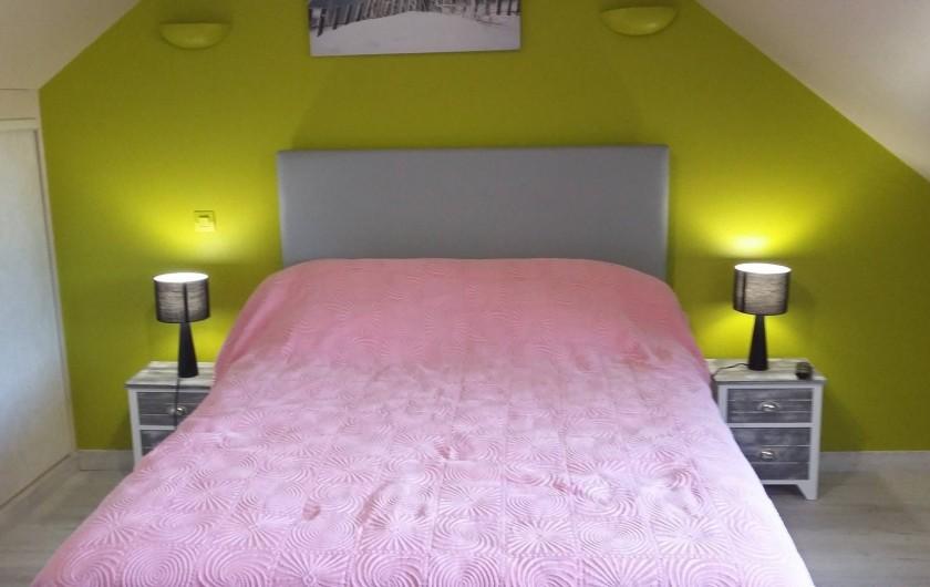 Location de vacances - Gîte à Huillé - Chambre à l'étage lit 140 x 190