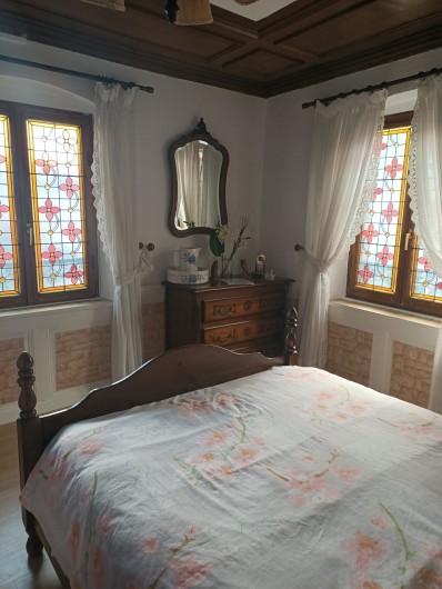 Location de vacances - Chambre d'hôtes à Sainte-Marie-aux-Mines - au RDC la SUITE MEDIEVALE, avec ses VITRAUX  ,et son cadre deco   BELLE  EPOQUE