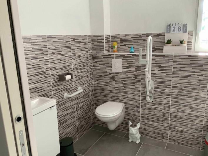 Location de vacances - Gîte à Seigy - salle de douche pour personne à mobilité réduite