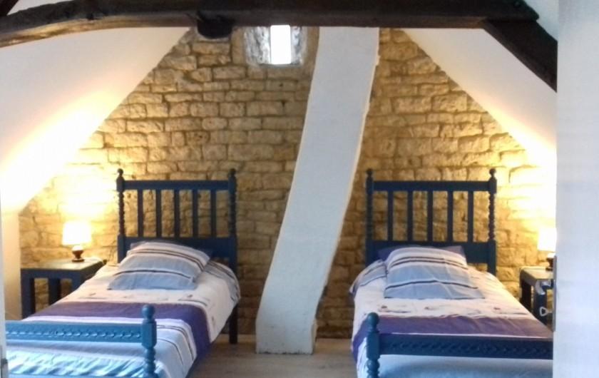 Location de vacances - Gîte à Picauville - Chambre deux lits 90 Une commode