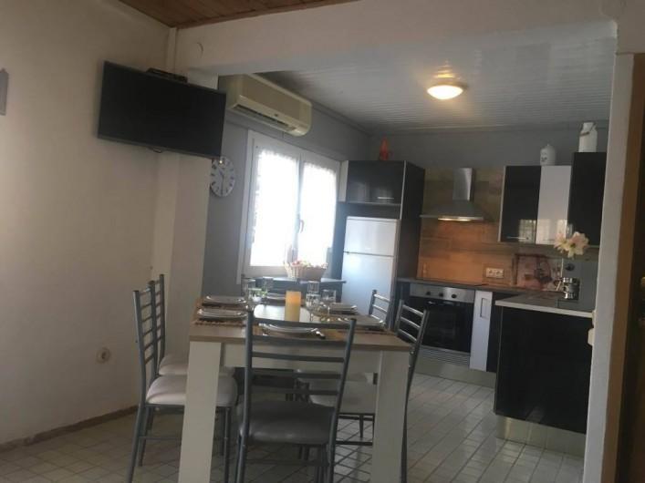 Location de vacances - Villa à Cambrils - Accès chambres et salles bains et douches appartement 1