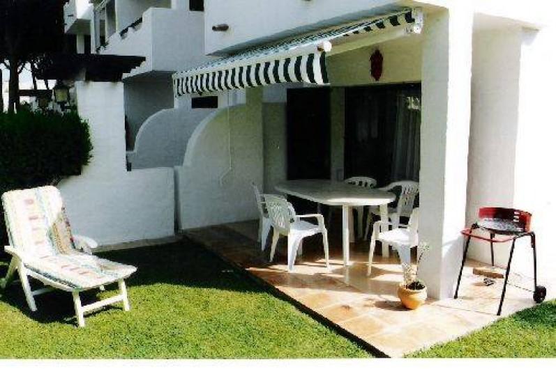 appartement au rez de chauss e avec jardin dans r sidence pals sur la costa brava en espagne. Black Bedroom Furniture Sets. Home Design Ideas