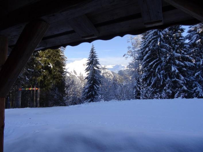 Location de vacances - Chalet à Les Gets - vue extérieure coté entrée