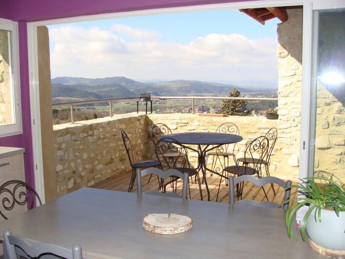 Location de vacances - Mas à Mirabel-et-Blacons - terrasse sud vue de la cuisine