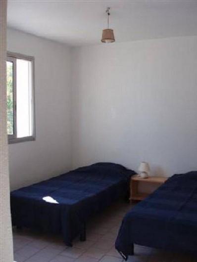 Location de vacances - Villa à Portiragnes - Villa B, vue d'une chambre à deux lits simples au premier étage, côté sud.