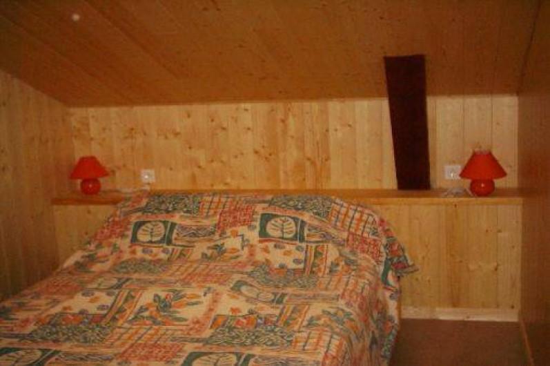 Location de vacances - Gîte à Landos - chambre1 avec saSDE