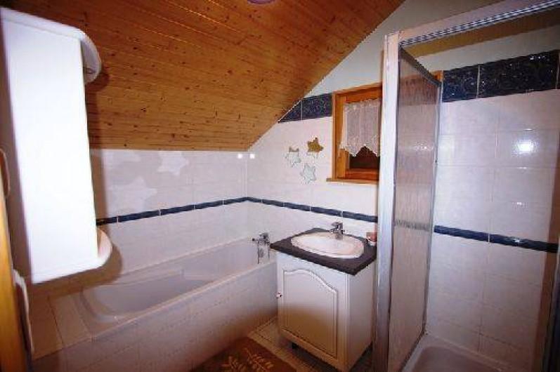 Location de vacances - Chalet à Xonrupt-Longemer - sdb avec baignoire et douche