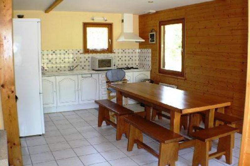 Location de vacances - Chalet à Xonrupt-Longemer - cuisine avec lave vaisselle réfrigérateur + congelateur micro-ondes mini four