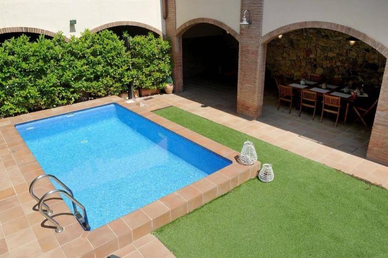 Location de vacances - Mas à Sant Antoni de Calonge - Piscine privée dans le jardín de la maison centennaire