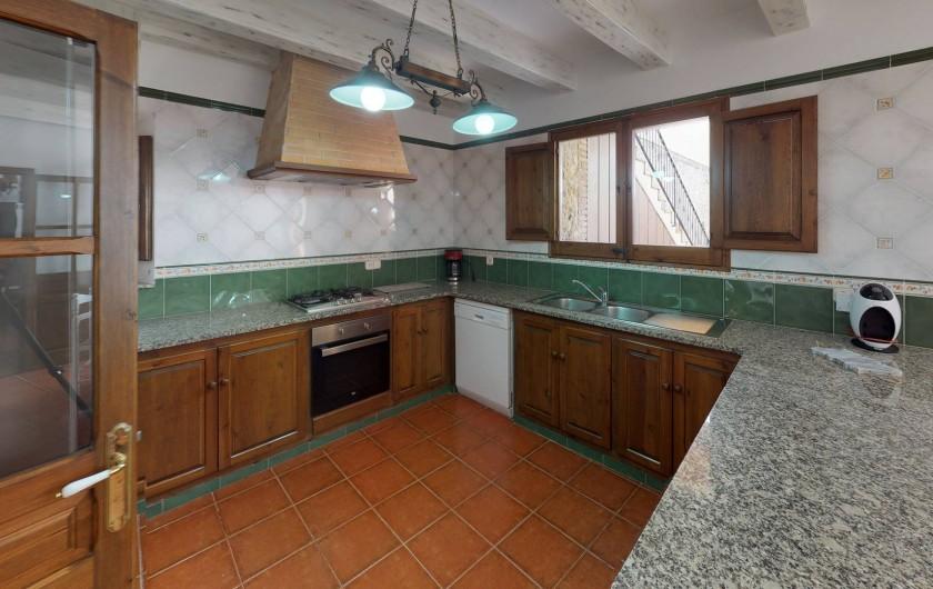 Location de vacances - Mas à Sant Antoni de Calonge - Cuisine et aménagement moderne dans une maison ancestral