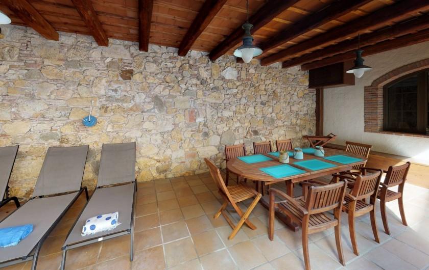 Location de vacances - Mas à Sant Antoni de Calonge - Espace de salle à manger à l'extérieur et sous abri