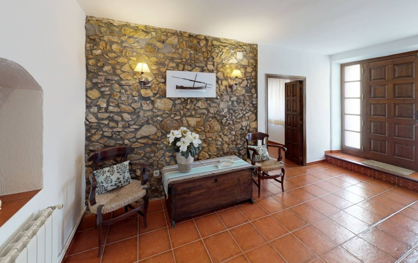 Location de vacances - Mas à Sant Antoni de Calonge - le hall d'entrée maison! Pensez aux luminaires, aux meubles centannaires...