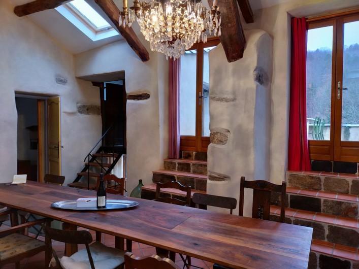 Location de vacances - Gîte à Saint-Vincent-d'Olargues - Cuisine avec accès au terrasse gîte 2