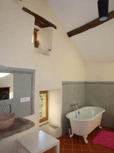 Location de vacances - Gîte à Saint-Vincent-d'Olargues - Salle de bain relié au suite