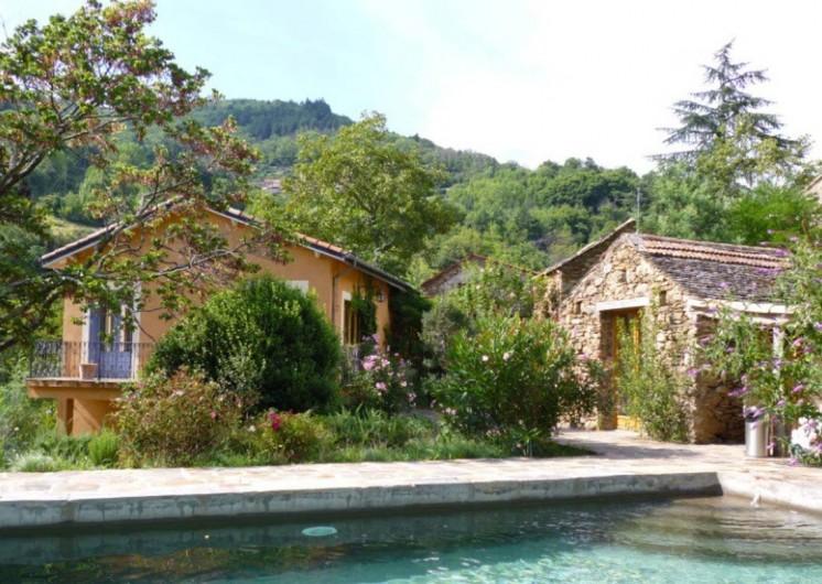 Location de vacances - Gîte à Saint-Vincent-d'Olargues - piscine et gîte